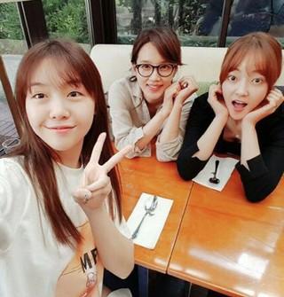 GIRL'S DAY ミナ、家族再会。女優ソ・ヒョリム、オ・ヒョンギョン、ドラマ「美女コンシミ」の縁。