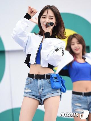 AOA ミナ、「韓豚DAY」記念公演。