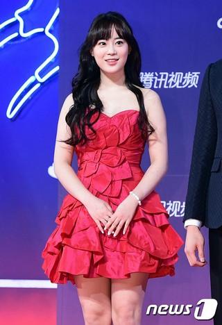 「SHINHWA」エリック、女優ソ・ヒョンジン、ドラマ「また?!オ・ヘヨン」チームと「tvN10 AWARDS」参加。一山KINTEX、ソウル近郊。「KARA」ヨンジも。