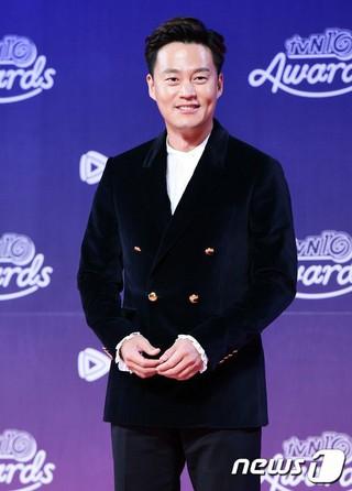 俳優イ・ソジン、バラエティ大賞。「tvN10 AWARDS」、ソウル近郊の一山KINTEX。 (1枚)
