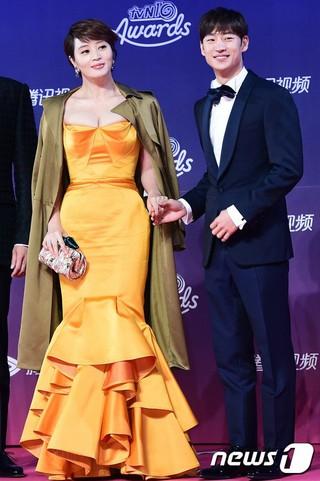 俳優イ・ジェフン、PDチョイス賞。「tvN10 AWARDS」、ソウル近郊の一山KINTEX。 (1枚)