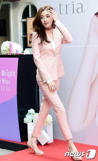 女優カン・ソラ、ロンチング・ショー参加。ブランド「tria」 (4枚)