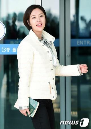 女優ファン・ジョンウム、出国中。ハンガリーブダペスト行き、仁川国際空港。 (4枚)