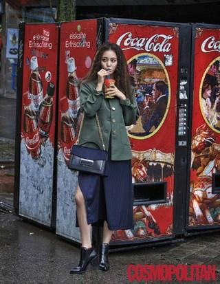 女優ハン・イェスル、画報公開。雑誌「Cosmopolitan」10月号。 (3枚)