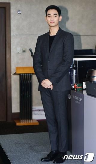 俳優キム・スヒョン、サイン済みの炊飯器。お米炊くならば「星から来たごはん」の味。。ブランド「Cuckoo」の「Healthy Winter」キャンペーン。 (4枚)