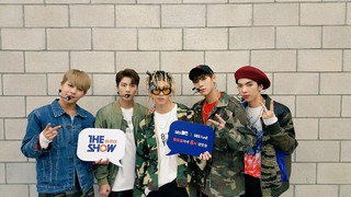 B.A.P、SNUPER、IMFACT、生放送「THE SHOW」準備中。 (3枚)