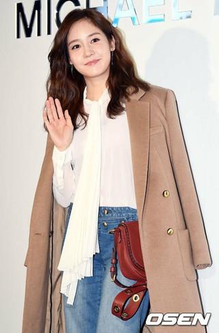 女優ソン・ユリ、MICHAELKORSフラッグシップストアオープン記念フォトイベントに出席。@ソウル・江南区カロスキル (4枚)