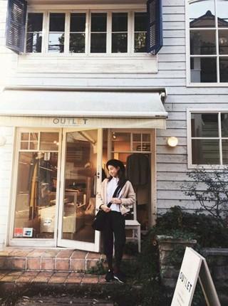 女優カン・ソラ、日本での近況公開。東京の代官山、俳優ヒョンビンとの熱愛を認めたばかり。 (1枚)