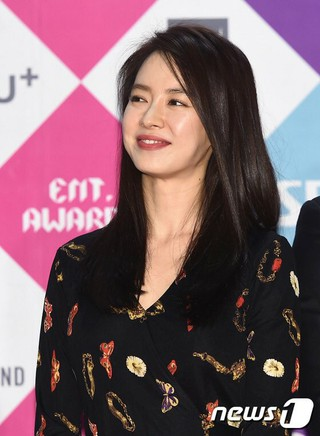 女優ソン・ジヒョ 、TURBO キム・ジョングク、など「ランニングマン」チーム、「2016 SAF 芸能大賞」レッドカーペット。ソウル上岩(サンアム)。
