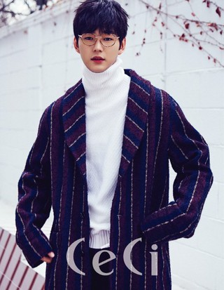 俳優イ・ウォングン、画報公開。雑誌「CeCi」。 (2枚)