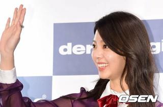 女優オム・ヒョンギョン、エステティックブランドのファンサイン会に出席。