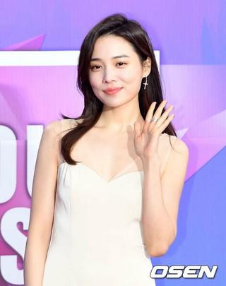 女優ユン・ソヒ、「第27回ハイウォンソウル歌謡大賞」レッドカーペットに登場。