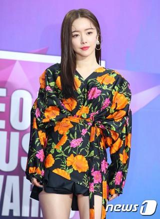 女優ホン・スア、「第27回ソウル歌謡大賞」レッドカーペットに登場。25日午後。ソウル高尺スカイドーム。