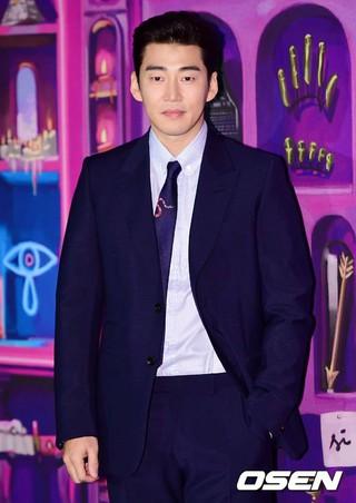 俳優ユン・ゲサン、GUCCIのフォトウォールイベントに出席。25日午後。ソウル市内のフラッグシップストア。