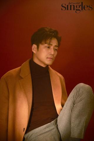 俳優チ・ジニ、画報公開。雑誌「Singles」。●インタビューでは「実力と人気が反比例。。罪悪感を感じた。。」