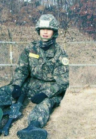 俳優キム・スヒョン、軍訓練所での未公開写真公開。