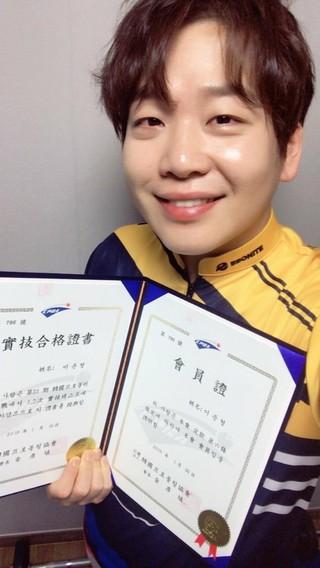 2BiC ジュンヒョン、プロボウラーテストに最終合格!K-POP歌手としては初めて。