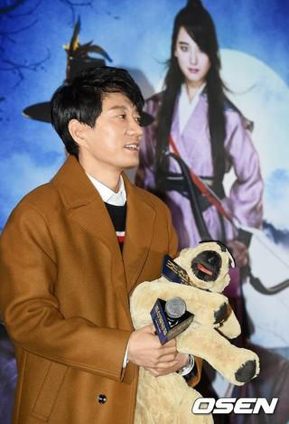 俳優キム・ミョンミン、試写会に参加中。映画「朝鮮名探偵:吸血怪魔の秘密」の事前試写会。
