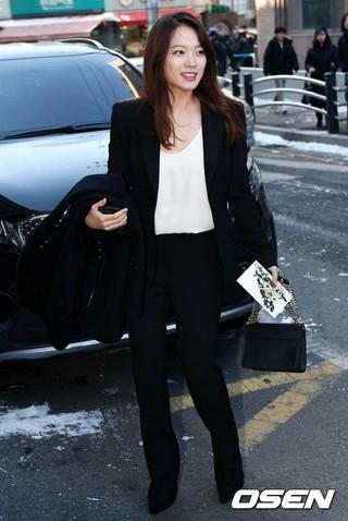 女優チョン・ウヒ、BIGBANG SOLx女優ミン・ヒョリンの結婚式に参加。
