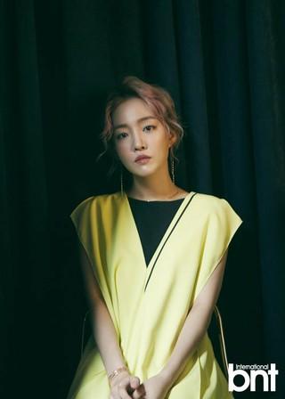 歌手ユンナ、画報公開。雑誌「bnt」。「結婚への幻想はなくなった。一生、恋愛だけでいいかも」。