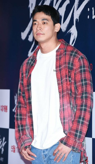 歌手ペク・チヨン の夫で俳優チョン・ソグォン、麻薬容疑で逮捕か。