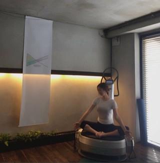 女優ソン・テヨン、近況公開。ヨガでストレッチ。