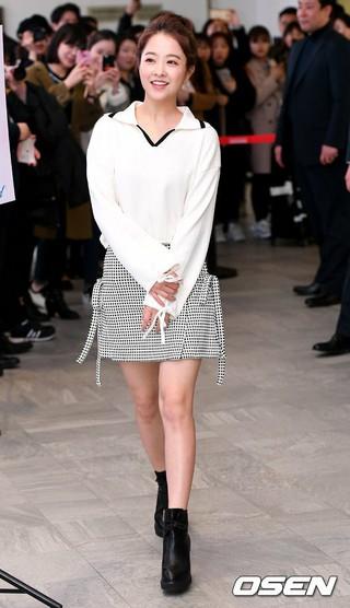 女優パク・ボヨン、ソウル・新世界百貨店で開かれたコスメブランドのファンサイン会に出席。