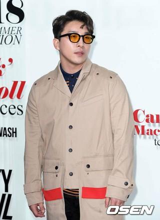 俳優ドン・ヒョンベ、ファッションブランドの2018 S/Sコレクションプレビューイベントに出席。ソウル・レイア57。