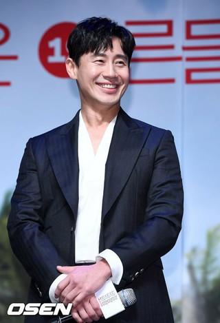 俳優シン・ハギュン、映画「風風風」の制作報告会に出席。