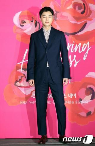 俳優ヨン・ウジン、国際女性デー記念制作の短編映画「アノとホイガ」上映イベントに出席。ソウル・CGV清潭シネシティ。