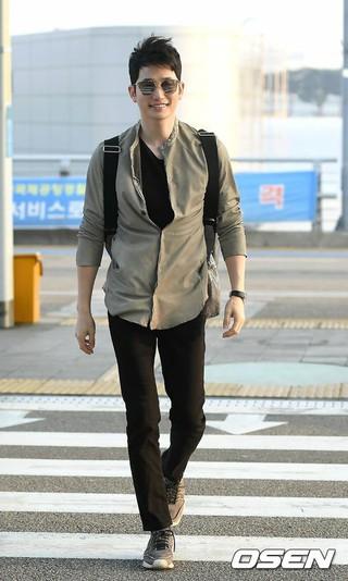 俳優パク・シフ、ドラマ「黄金色の私の人生」の報奨休暇でグアムへ。仁川国際空港。