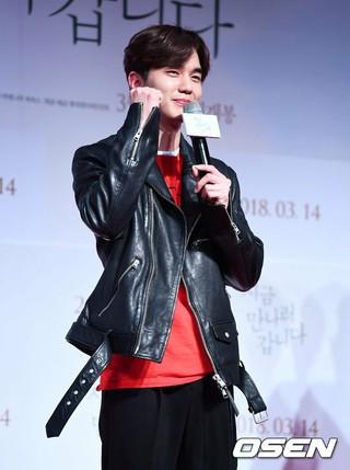 俳優ユ・スンホ、映画「いま、会いにゆきます」のVIP試写会に出席。ソウル・蚕室ロッテシネマワールドタワー。