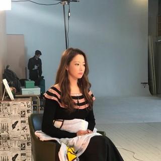 女優キム・ヒソン、SNS更新。撮影待機中、ぼーっとする姿さえも美しい。