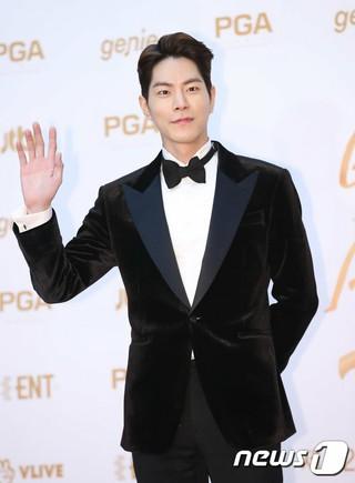 俳優ホン・ジョンヒョン、チェ・ミンシク、ソル・ギョング、リュ・ジュンヨル,JYJ などが所属するC-JeSエンターテインメントと専属契約。