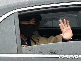 俳優イ・ミンホ、論山(ノンサン)訓練所に入所。15日午後。