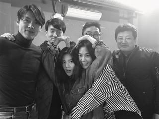 女優イ・ソンビン、俳優ヒョンビン ら映画「猖獗(チャングォル)」共演者たちとの打ち上げパーティーでの写真を公開。