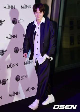俳優キム・ボム、2018F/W「HERA Seoul Fashion Week MÜNN」コレクションに出席中。ソウル東大門DDP。