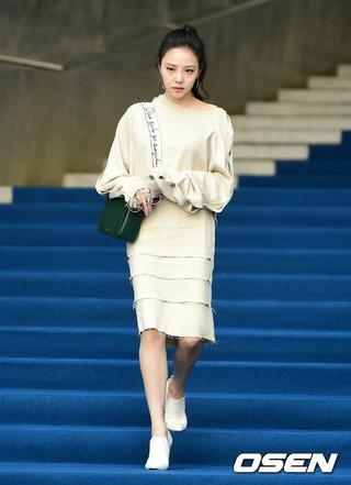女優イ・ヨルム、ソウル・東大門DDPで「2018 F/W HERA SEOUL FASHION WEEK」に参加。23日午前。