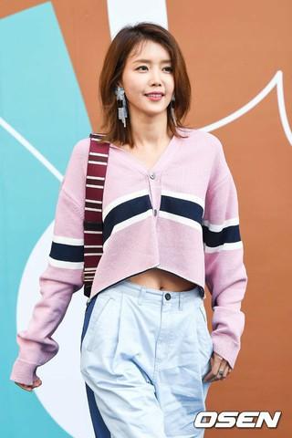 女優チェ・ジョンアン、東大門DDPで「2018 F/W HERA SEOUL FASHION WEEK」に参加。23日午後。
