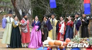 TV朝鮮ドラマ「大君-愛を描く」、撮影現場を公開。俳優ユン・シユン、チュ・サンウク、チン・セヨン、リュ・ヒョヨン、和やかな雰囲気。