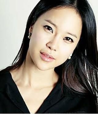 北朝鮮公演の「OSTの女王」歌手ペク・チヨン、「銃に撃たれたように」が意外と人気。●「恋の痛み」を「銃弾に撃たれた痛み」と表現した歌詞●何故か。。北朝鮮の観客が大勢知っている。