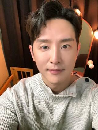 俳優クォン・ユル、SNS更新。完ぺきなセルカ。