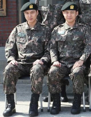 俳優ソ・ジュニョン、イ・ミンホ と同じ訓練所で基礎軍事訓練を受けていることが分かった。