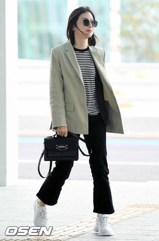 女優イ・ボヨン、出国中。仁川国際空港。カンヌ国際シリーズフェスティバル参加のため。