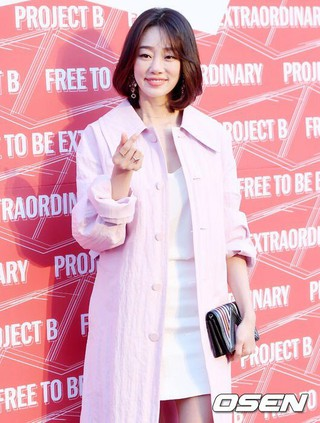 女優チェ・ヨジン、ブランドフォト行事に参加中。ソウル街路芸術創作センター。