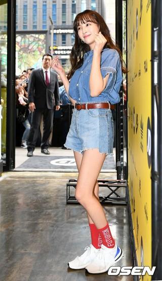 女優チョン・ヘソン、シューズ-衣類マルチショップのオープンイベントに出席。13日午後、ソウル・江南区。