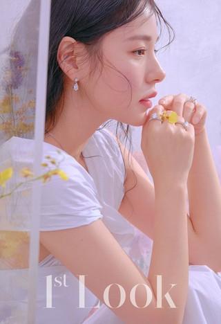 女優ミン・ヒョリン、画報公開。「1stLook」。