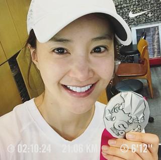 女優イ・シヨン、ハーフマラソンも完走。●出産からまだ3か月。。