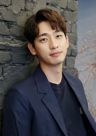 俳優ユン・パク、JYPエンターテインメントと契約満了控えて再契約。