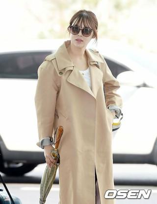 女優パク・シヨン、海外日程のためパリへ出国。26日午前、仁川国際空港。